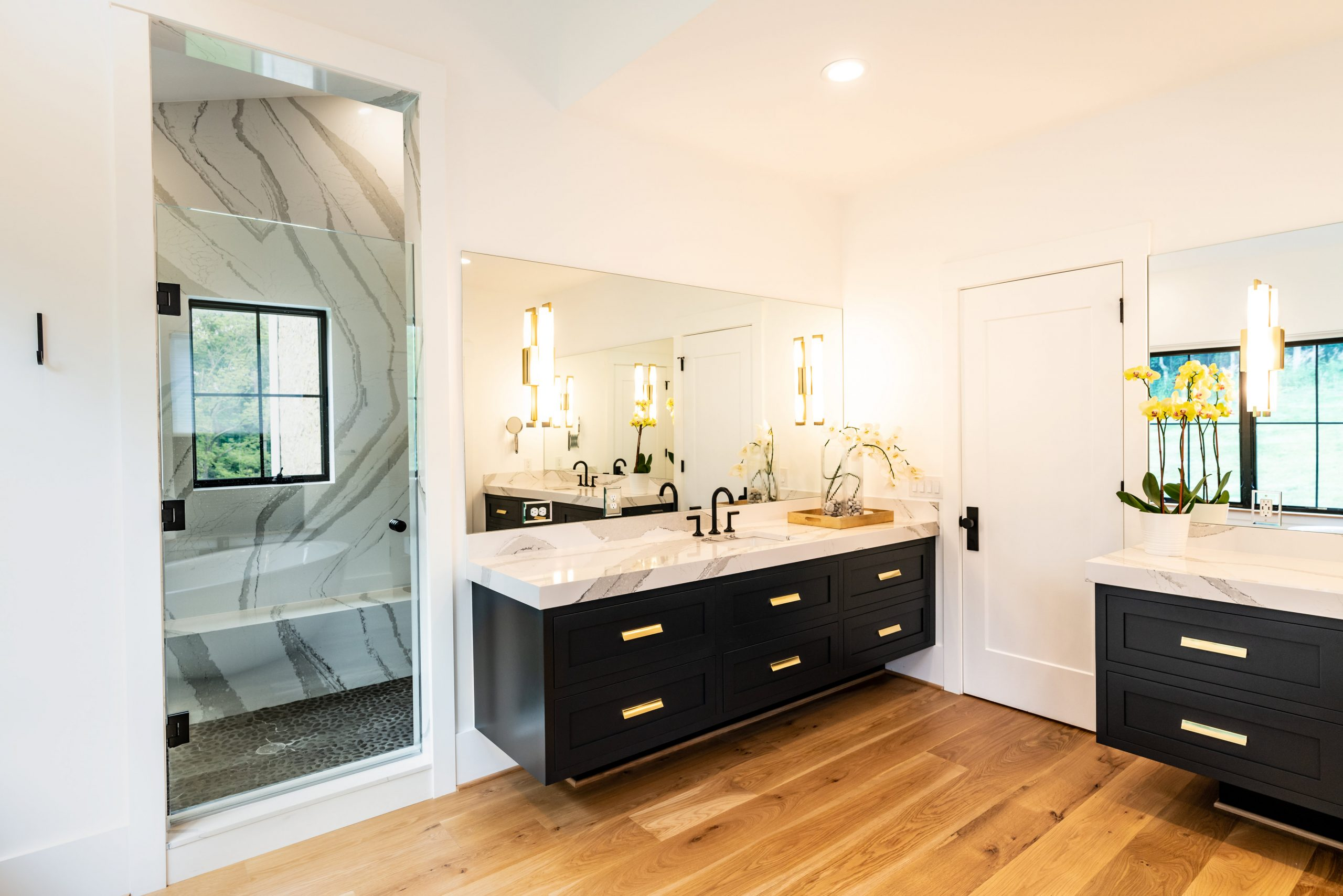 real estate photo of a master bathroom